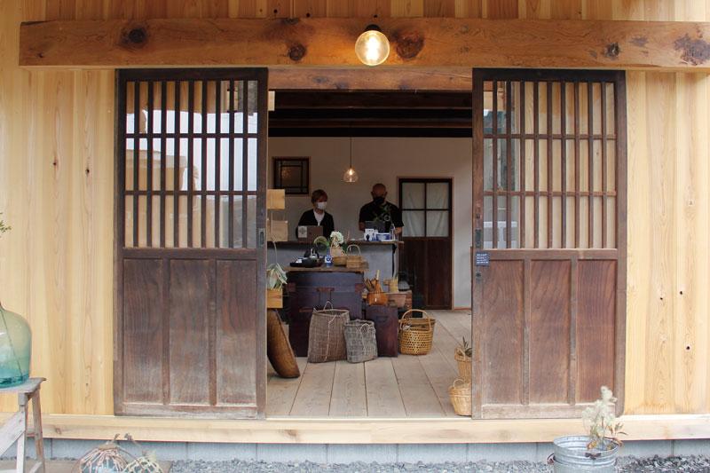 古きよき時代の素敵な食器や家具がそろう雑貨店がオープン!