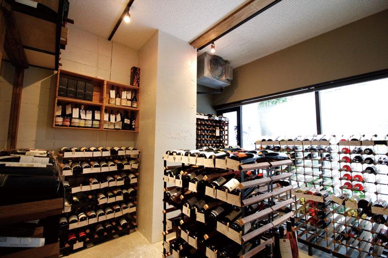 山形駅前にオープンしたワインショップ。 価格も手頃なので気軽にどうぞ!